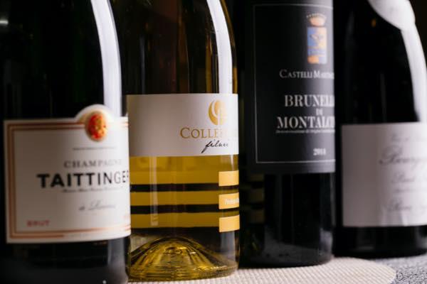 それぞれのお料理に合うワインの種類を豊富に取り揃えております。